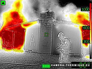 capture photo d'une camera thermique flir k2 utilisée lors d'un exercice de pompiers